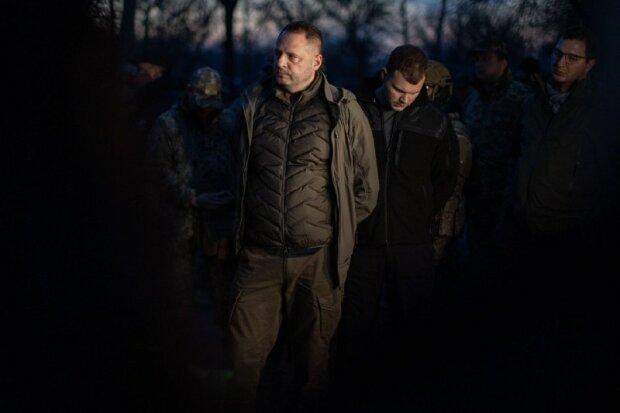 Іноземні посли відвідали район розведення сил на Донбасі: помічник Зеленського відправив просто на передову