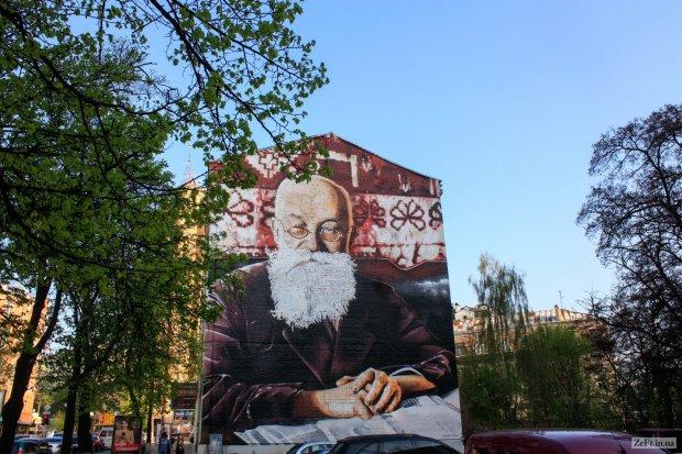 Мурал «Михайло Грушевський» на вул. Січових Стрільців у Києві