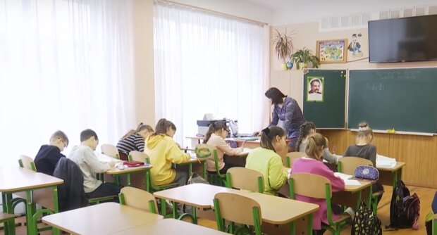 """""""Слуга"""" розповів про зміни в навчальному році: уроки будуть на вулиці, а вчителі — в щитках"""