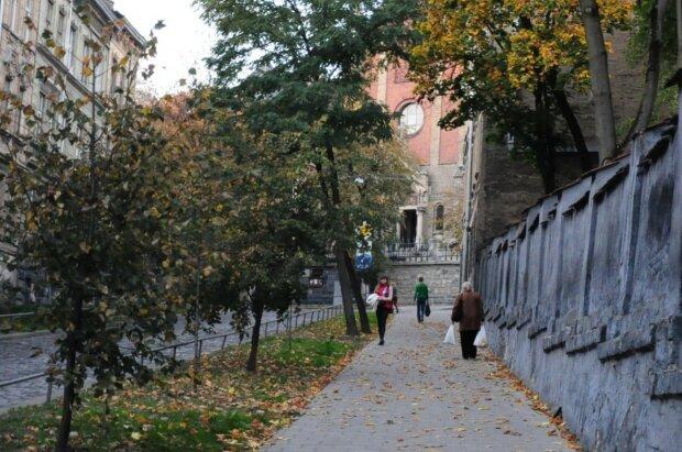 Погода 21 вересня затягне львів'ян під коцики і ковдри: на вулиці робити нічого