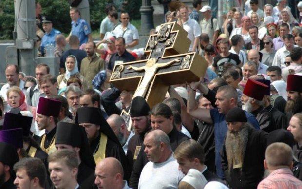 Православні бабці подякували богу за Челябінський метеорит: фото