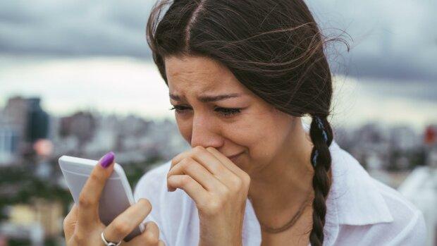 Послання від Бога: дівчина, яка протягом 4 років відправляла sms на телефон померлого батька, отримала відповідь