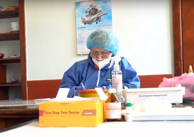 лікар за роботою, скріншот з відео