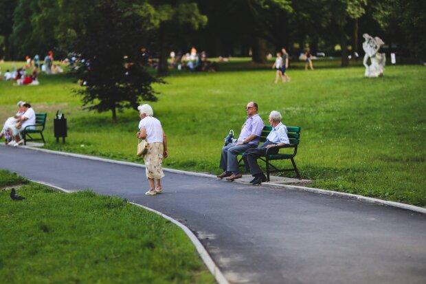 пенсіонери в Україні, фото Pxhere