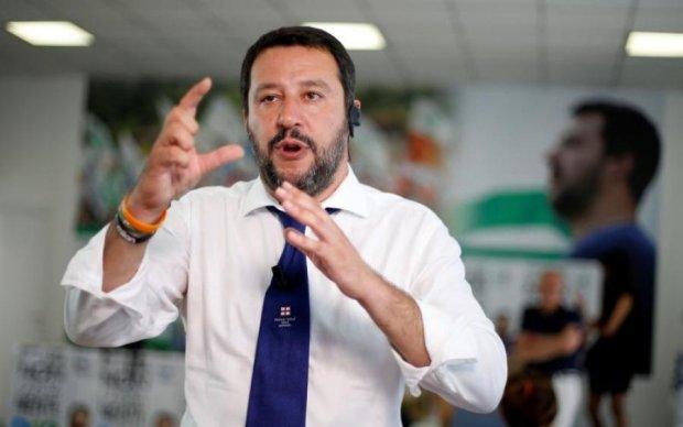 Одиозный министр поздравил диктатора Муссолини: фото