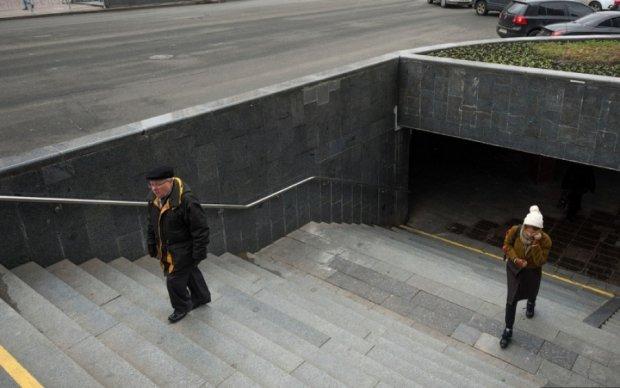 На столичной Борщаговке авто припарковалось в подземке