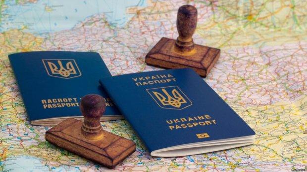 Українцям перестануть видавати біопаспорти: названо терміни