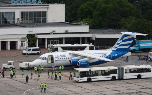Одеський аеропорт опинився в полоні негоди