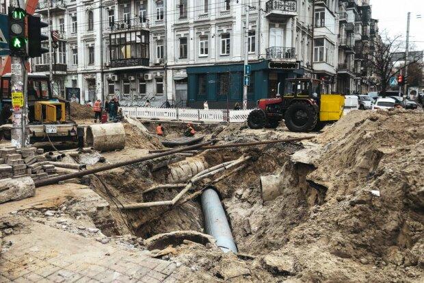 Ремонт трубопроводу в Києві, фото - Інформатор