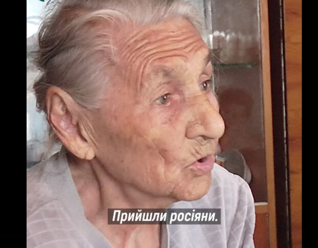 """Найстаріша прикарпатка пережила голод з війнами і переможно всміхнулася: """"Зустрічаю гостей"""""""