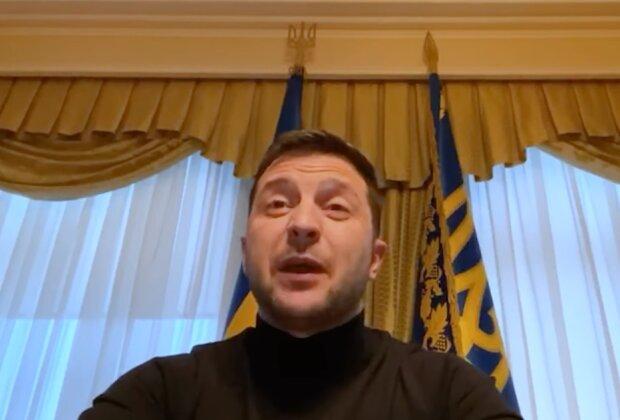 """Пока граждане терпят """"выходной карантин"""", Зеленский пишет подкаст из Феофании: """"При чем здесь Украина?"""""""