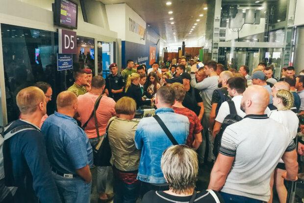 Головне за ніч: компенсація українцям в 200 тисяч, НП в Борисполі та відставка президента