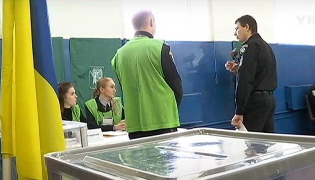 """Вибори в Україні: кияни попалися на """"передвиборних"""" порушеннях, сотні поліцейських протоколів"""