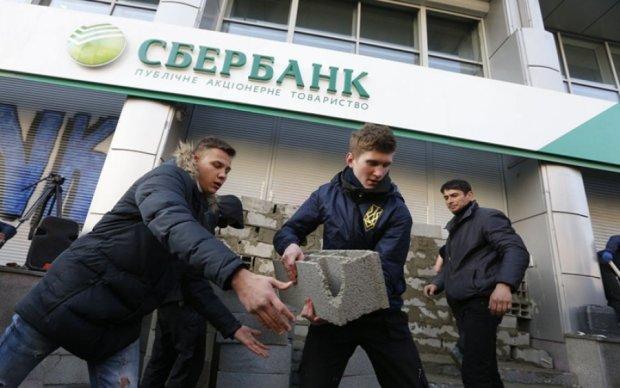 Сбербанк бежит из Украины от греха подальше