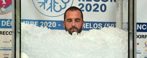 Бесстрашный мужчина заморозил себя в камере со льдом: невероятный рекорд потряс мир