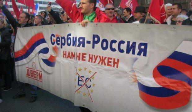 Більшість сербів прагне союзу з Росією, а не ЄС
