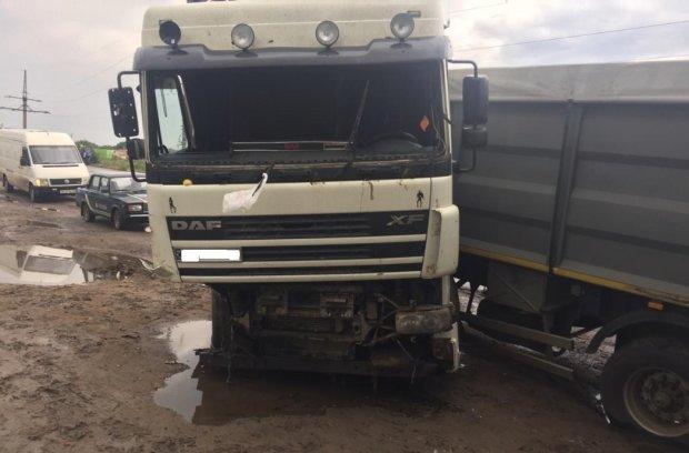 Протаранила на шаленій швидкості: ДТП з фурою і автобусом приголомшила Україну, безліч потерпілих