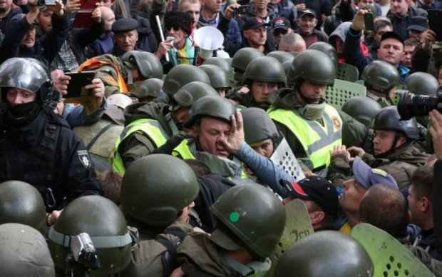 Копи проти активістів: хто переміг у бійці під Кабміном