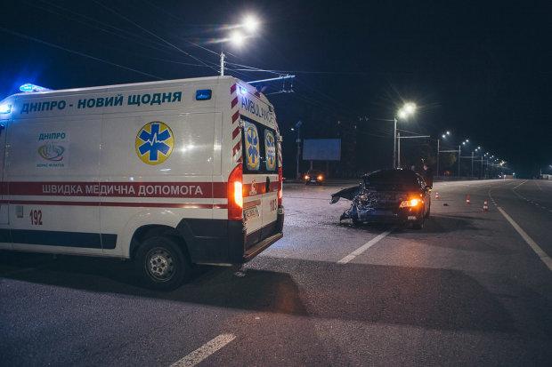 От удара авто откинуло в ресторан: Киев ошарашило жесткое ДТП, первые кадры аварии