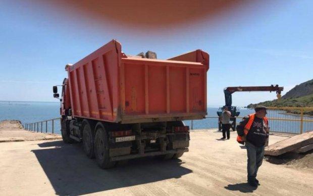 Оккупанты уничтожили лучший пляж Крыма
