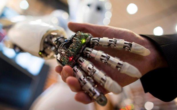 Кому доведеться міняти професію через роботів