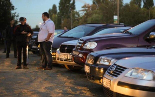 У Порошенко сказали, когда решат вопрос авто с еврономерами