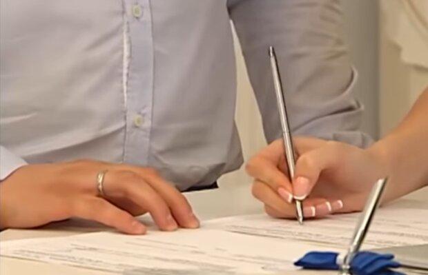 Розпис у РАЦСі, кадр з відео
