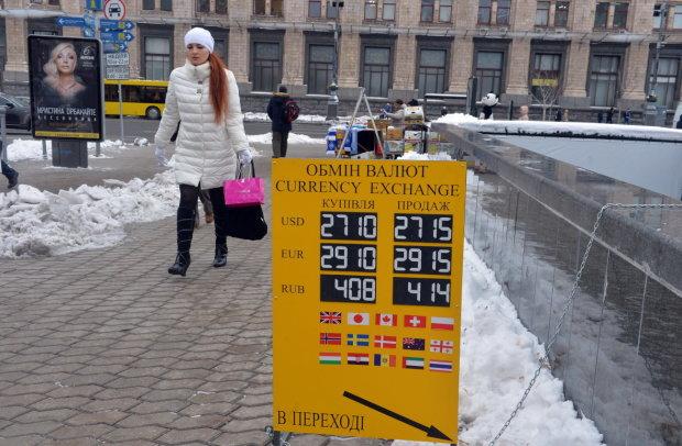 Курс валют на 18 февраля: доллар пристыдил гривну