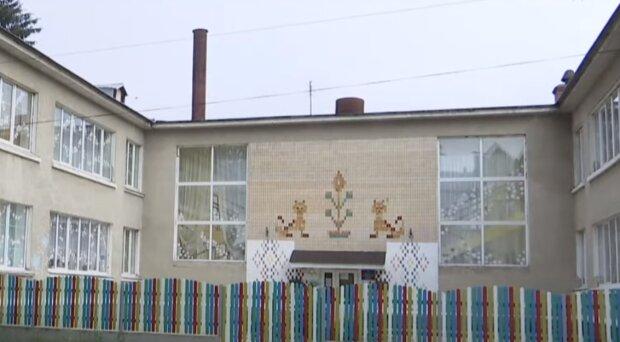 В Тернополе китайский вирус повесил замок на садик - дети болеют, родители молятся