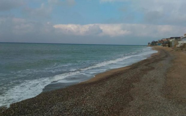 Самотні кримські пляжі сумують за українцями: зворушливі фото