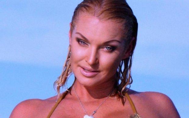 Лосиця Волочкова злякала своїм пристрасним танцем: відео