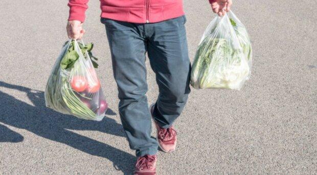 У Зеленского решили бороться с вредным пластиком: грозят штрафы в несколько минималок