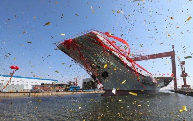 Китай впервые спустил собственный авианосец