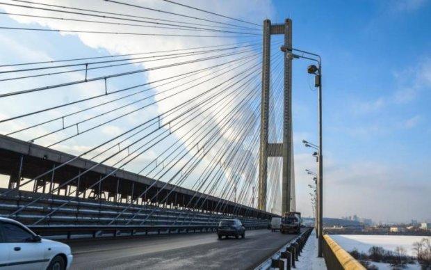 Дорожники перекриють ключовий київський міст
