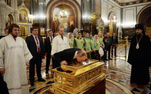 КГБшник и храм: лобзания Путина повеселили сети