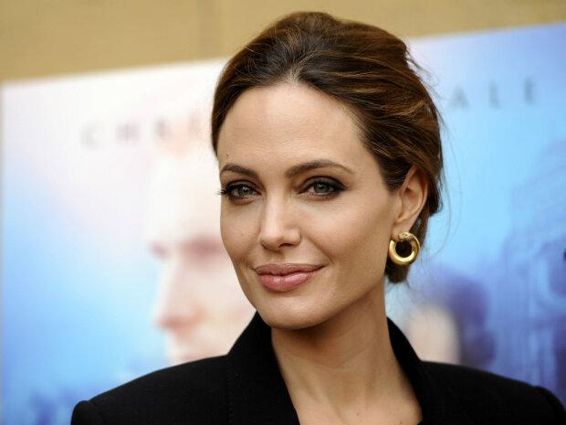 Джоли, Бекхэм и другие звезды, которых перекроили пластические хирурги: не осталось ничего своего