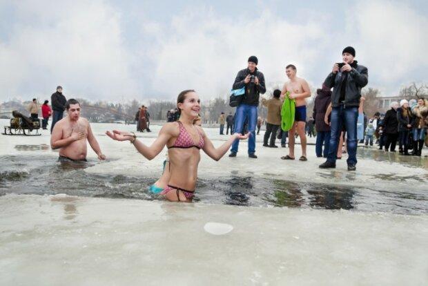 Хрещення, пірнання в ополонку - фото Вечірній Київ
