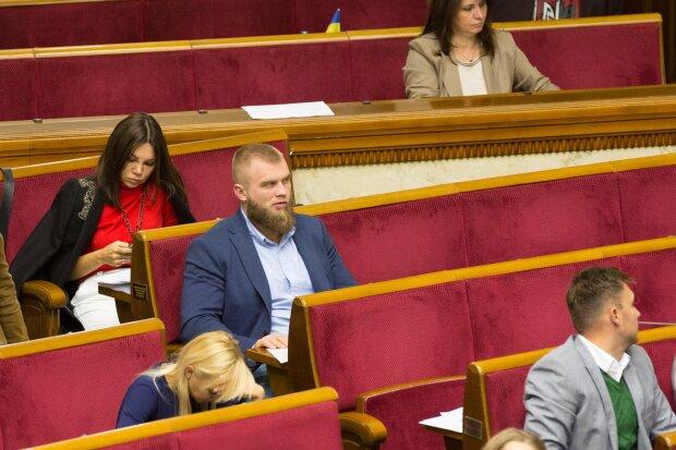 Заниматься любовью день и ночь или распустить всех: чем удивила украинцев новая Рада Зеленского