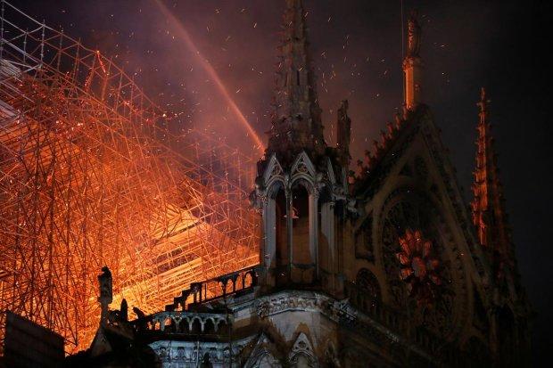 Пожар в Соборе Парижской Богоматери напророчил Нострадамус: французов предупреждали еще 500 лет назад