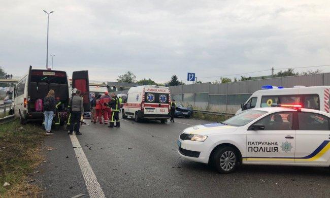 Страшна аварія під Києвом забрала молоде життя: медики примчали за бездиханним тілом