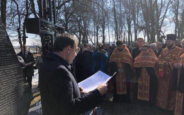 Скандальный закон в действии: в Польше вызвали полицию всего за одну фразу