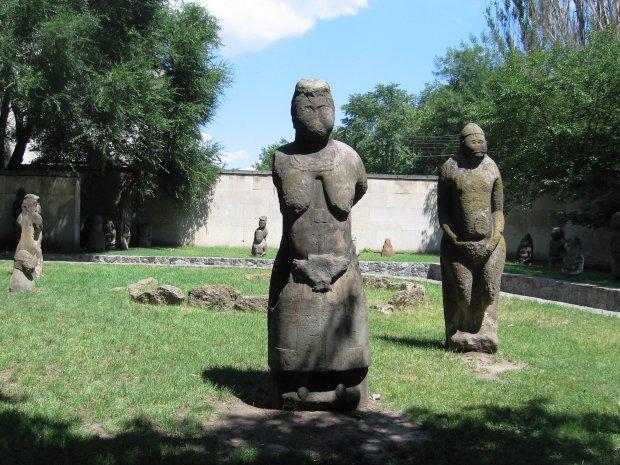 Наследие древнего народа: какую тайну хранят уникальные каменные бабы Днипра