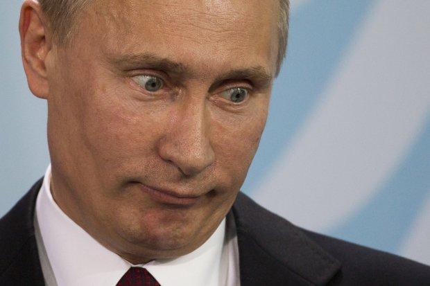Путін зганьбився черговою байкою про героїчного батька і війну