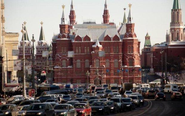 Без травм не обошлось: суровый москвич показал, как отвоевать место для парковки