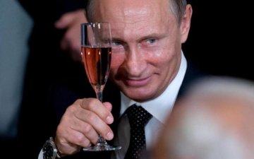 Гірше за татарина: Путін вирішив несподівано нагрянути на весілля відомого політика