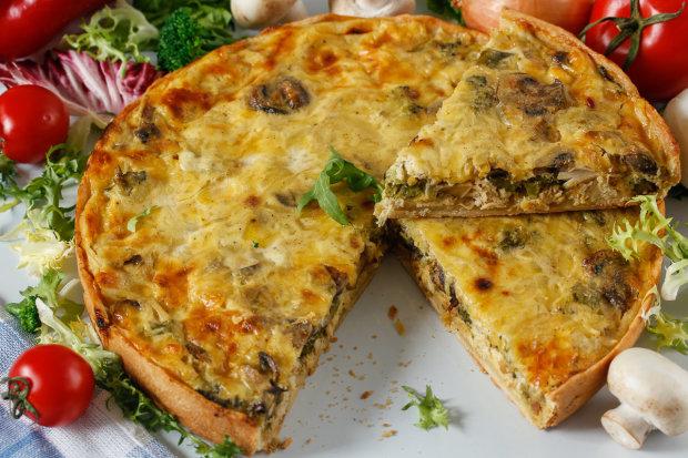 Рецепт французького пирога з куркою, грибами і брокколі