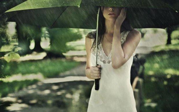 Не забудьте зонтики: какие области не обойдут дожди