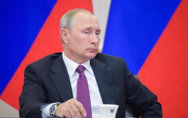 Трамп подарував: соцмережі б'ються в істериці через куртку Путіна