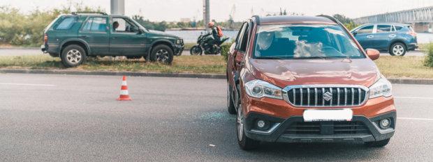 В Днепре неуправляемый Opel влетел в Suzuki: спешили купаться
