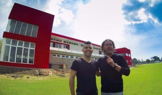 "Нападающий ""Сити"" Агуэро подарил бывшему клубу тренировочную базу"